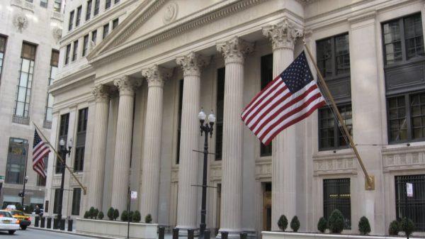 البنك الاحتياطي الفيدرالي يحافظ على سعر الفائدة