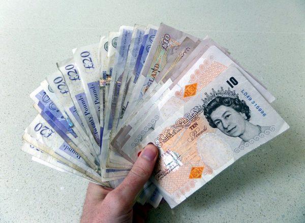 البنك البريطاني يقرر الحفاظ