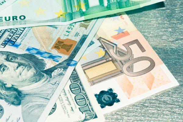ضعف اليورو مع ضعف معدلات ثقة رجال العمال و المستهلكين ظل التداول في أسواق الفوركس داخل نطاقات ضيقة قبل الاغلاق الاسبوعي.  و حيثضعف اليورو و أظهرت البيانات الاقتصادية بسبب ضعف معدلات ثقة رجال الاعمال و المستهلكين في ألمانيا.