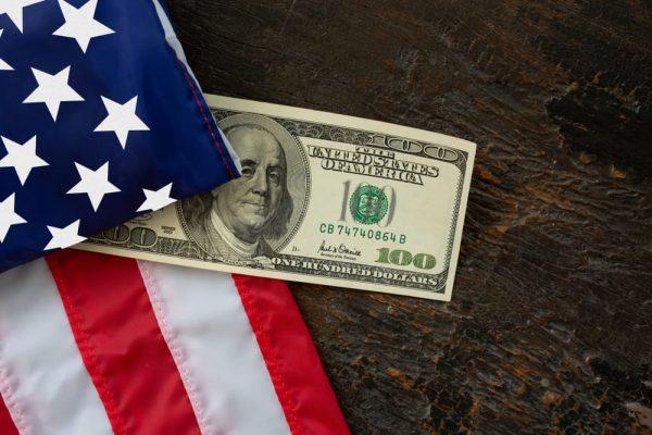 الدولار الامريكي يضغط
