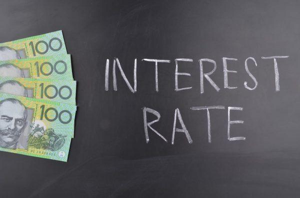 فرص قطع سعر الفائدة