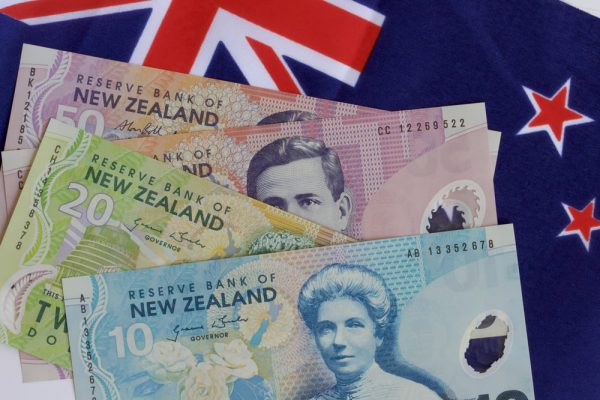 محافظ البنك النيوزلندي يثق