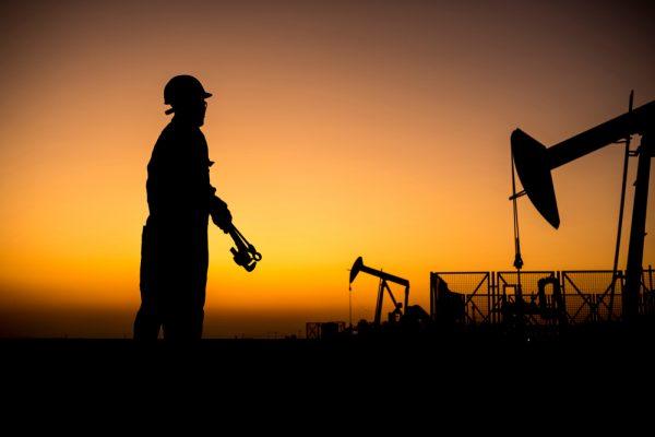 أسعار النفط تسجل مستويات سلبية