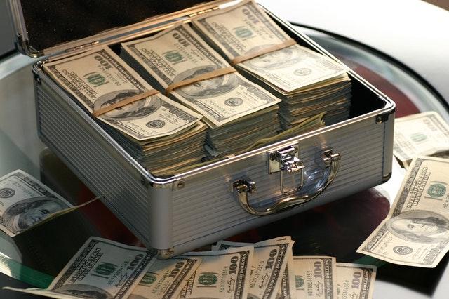 انخفاض عوائد السندات يدعم